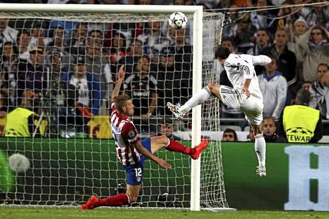 Bale puskee ratkaisevan 2-1-osuman.