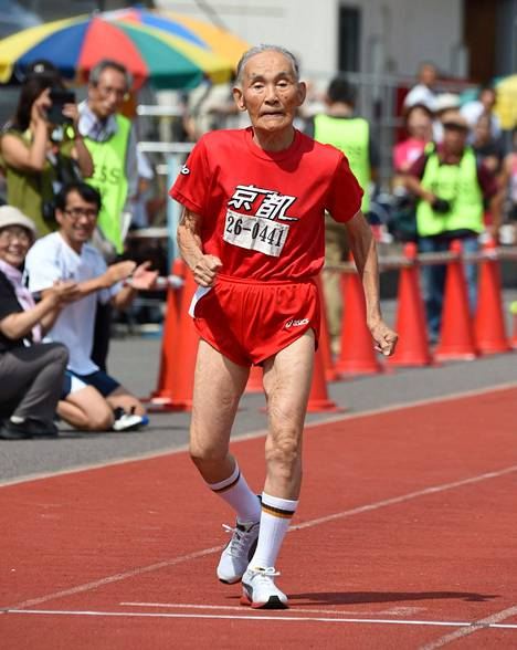 Hidekichi Miyazaki, 105, aikoo jatkaa juoksu-uraansa.