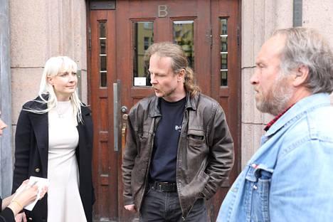 Laura Huhtasaari, Juho Eerola ja Teuvo Hakkarainen perussuomalaisten puoluetoimistolla 13. kesäkuuta 2017.
