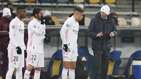 Real Madrid hyytyi Kiovassa päävalmentaja Zinedine Zidanen (oik.) harmiksi.