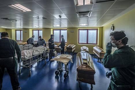 San Pietron sairaalan liikuntatilat on muutettu ruumishuoneeksi koronavirusepidemian takia.
