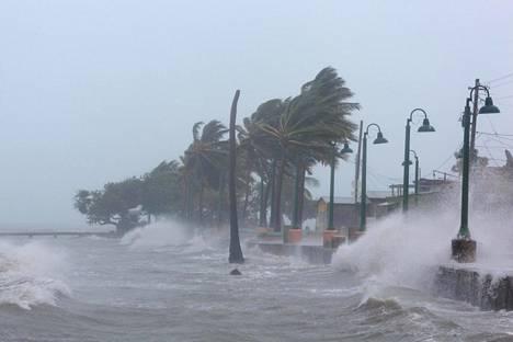 Myrskytuulet puhalsivat Fajardossa Puerto Ricossa keskiviikkona.