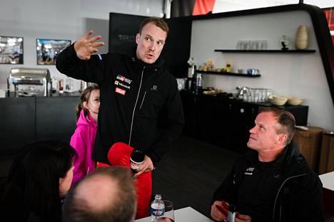 Jari-Matti Latvala ja Toyotan tallipäällikkö Tommi Mäkinen.