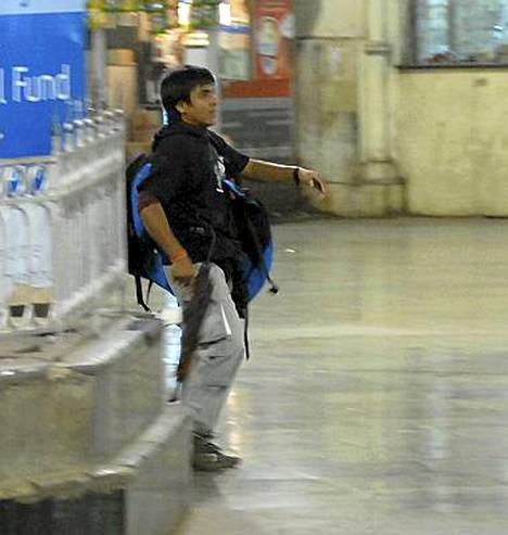 Valvontakamera tallensi pakistanilaisterroristin Mumbain rautatieaseman verilöylyssä.