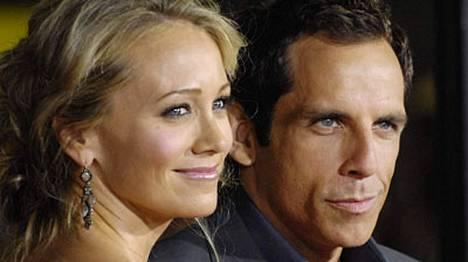 Malin Akerman ja Ben Stiller kujeilevat uutuuskomediassa Sekaisin suhteessa.