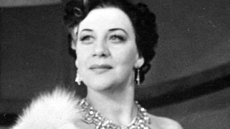 Sylvi Salonen oli uransa alussa lupaava operettilaulaja. Tässä hän Wandan roolissa Oscar Nedbalin operetissa Puolalaista verta.