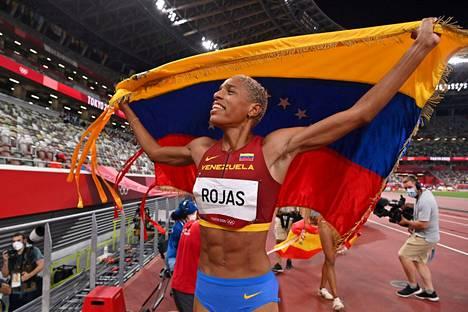 Yulimar Rojas tuuletti olympiavoittajana ja kolmiloikan uutena ME-naisena.