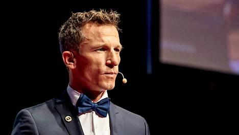 Yhdistetyn maajoukkueen valmennusryhmä muuttui, kun mäkivalmennuksen avuksi palkattiin itävaltalainen Falko Krismayr.