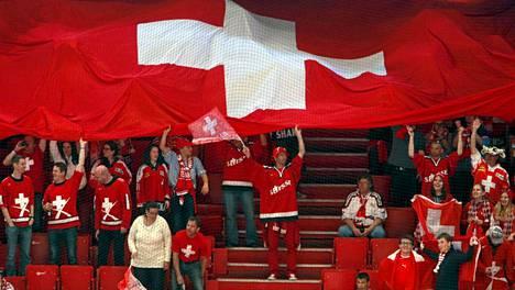 Sveitsin fanit iloitsivat Globenissa MM-kisoissa 2013.