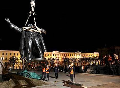Lenin palasi Suomen-asemalle.