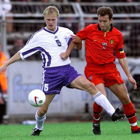 Hannu Tihinen (vas.) ja Marc Wilmots Bruggessa 1999.