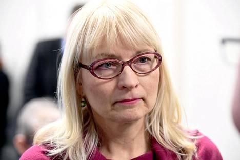 Kokoomustaustainen Päivi Sillanaukee toimi STM:n kansliapäällikkönä ennen kuin Pekonen nimitti elokuussa tehtävään demaritaustaisen Kirsi Varhilan.