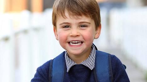 Prinssi Louis on Cambridgen herttuaparin kolmas lapsi ja kuningatar Elisabetin kuudes lapsenlapsenlapsi.