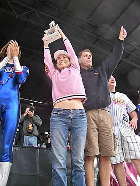 Sonya Thomas julistettiin syömiskisan voittajaksi Buffalossa.
