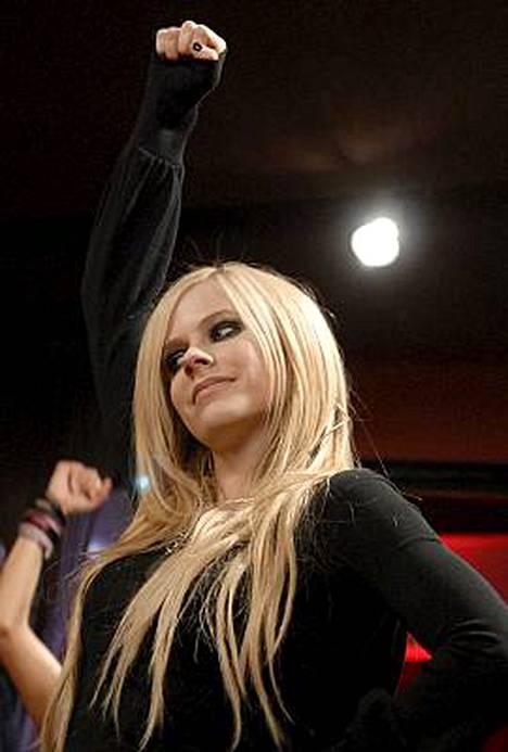 Avril Lavigne kiistää syytökset, joiden mukaan hänen Girlfriend-hittinsä on osin kopio jo 70-luvulla levytetystä kappaleesta.