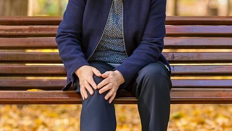 Kroonisten polvikipujen syy on usein nivelrikossa.