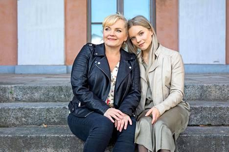 Nina Tapio ja Ada Forsberg ovat erittäin läheisiä, vaikka yhteinen aika on välillä kortilla.