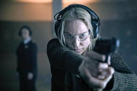 Silta-sarjaa katsoessa ei uskoisi, että roolia ei kirjoitettu suoraan Sofia Heliniä varten. Helin päätyi Sagaksi vasta koekuvausten kautta.