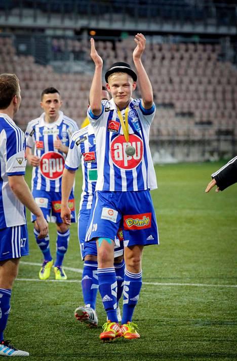 Joel Pohjanpalo tykitti hattutempun toisessa pelissään HJK:n paidassa. Ikää oli tuolloin vain 17 vuotta.