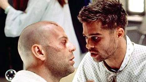 Bruce Willis ja Brad Pitt tähdittävät elokuvaa 12 apinaa.