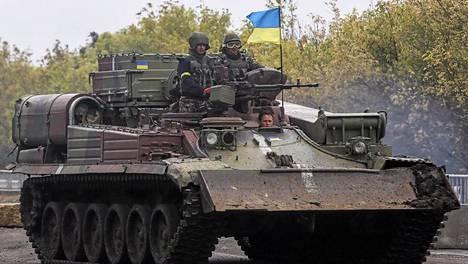 Tulitauko rakoilee Itä-Ukrainassa. Seitsemän ukrainalaissotilasta kuoli kranaatti-iskussa ja kolme siviiliä tulituksessa lähellä Donetskin kaupunkia sunnuntaina.