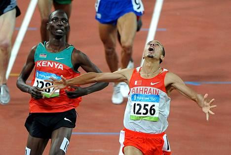 Asbel Kiprop juoksi toiseksi Pekingin olympiakisojen 1500 metrin finaalissa. Hän sai olympiakullan myöhemmin, koska bahrainilainen voittaja Rashid Ramzi kärysi dopingista.