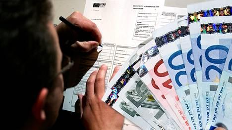 Veronpalautukset maksetaan tileille torstaina 3. joulukuuta.