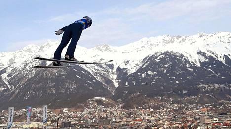 Ilkka Herola lensi harjoituksissa MM-maisemissa Innsbruckissa.