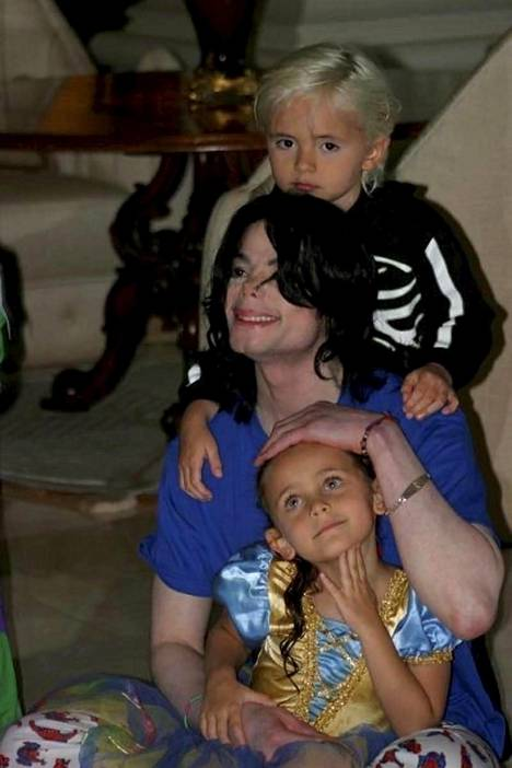 Michael Jacksonin kaksi vanhempaa lasta Prince ja Paris ovat viihtyneet julkisuudessa paljon pikkuveljeään enemmän.