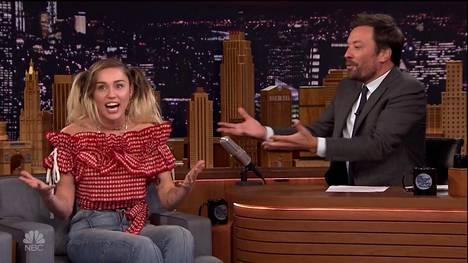 Miley Cyrus vieraili Jimmy Fallonin keskusteluohjelmassa.