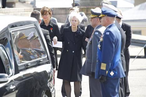 Tellevo Koivisto katsoo, kun presidentti Mauno Koivisto lähtee viimeiselle matkalleen.