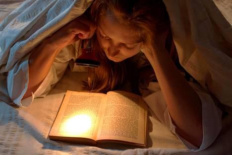 Liian jännittävä kirja voi valvottaa iltaisin.