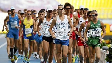 Robert Heffernan (oik) käveli 50 kilometrin voittajaksi.
