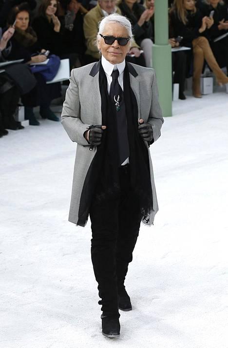 Lagerfeld tunnettiin ikonisesta tyylistään.