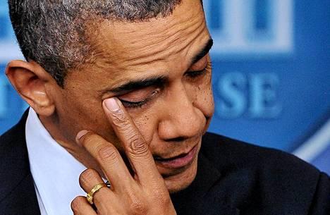 Obama joutui nieleskelemään puhetta pitäessään.
