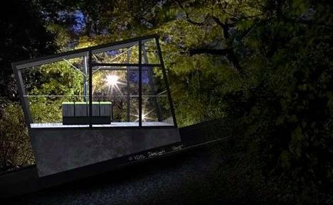 Havainnekuva funikulaarista yöllä.