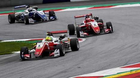 Kolari pilasi Mick Schumacherin ensimmäisen tilaisuuden Euroopan mestaruuteen