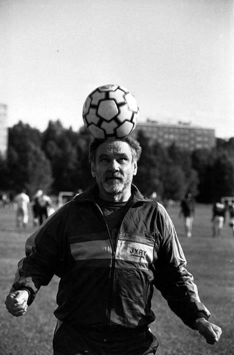 Jalkapallo on aina ollut lähellä Jukka Virtasen sydäntä.