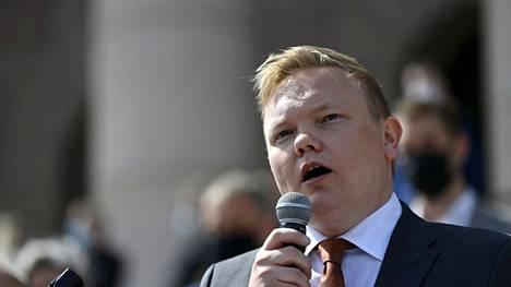 Tuore tiede- ja kulttuuriministeri Antti Kurvinen (kesk) kertoo olevansa urheilukentän kanssa valmis debattiin siitä, pitäisikö OKM:n valtionapujärjestelmää uudistaa.