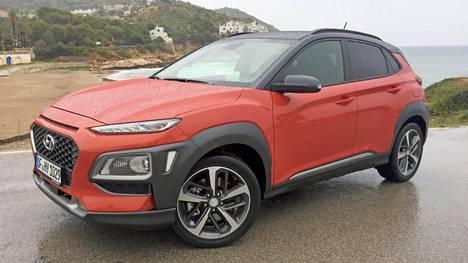 TUPLAVALOT  Uusi Kona on Hyundai-yhtiön ensimmäinen katumaasturi, jossa otetaan käyttöön merkin uusi keulailme. Siinä ajovalot ovat kahdessa tasossa.