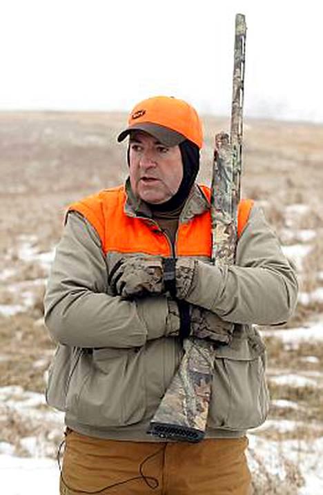 Mike Huckabee esitti fasaanimetsällä aitoa erämiestä vedotakseen iowalaisäänestäjiin. Esivaalit käynnistyvät jo torstai-iltana 3. tammikuuta.