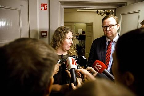 PAU:n puheenjohtaja Heidi Nieminen (vas.) ja Paltan toimitusjohtaja Tuomas Aarto kertoivat eilen vastauksistaan valtakunnansovittelijan sovintoesitykseen. PAU hylkäsi esityksen.