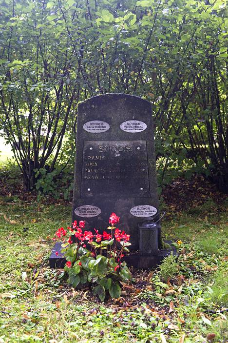 Tabe Slioor siunattiin Turussa ja haudattiin Malmille.