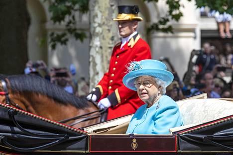 Kuningatar Elisabet vietti 92-vuotispäiväänsä jo huhtikuussa, mutta viralliset juhlallisuudet järjestettiin Lontoossa lauantaina.