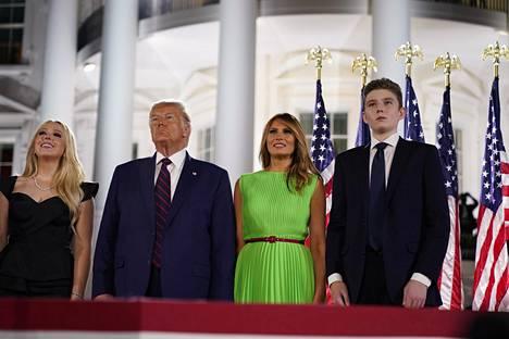 14-vuotias Barron Trump (oik.) on Melania ja Donald Trumpin ainoa yhteinen lapsi.