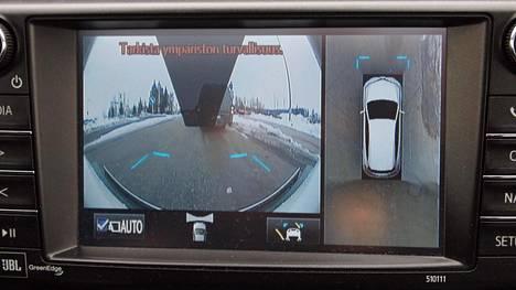 Mikä sitten olisi autoveroalennukseen oikeuttavaa turvatekniikkaa ja mikä ei? Siihen Korhonen ei ota kantaa. Kuvassa Toyotan Premium -varusteisiin kuuluva 360 asteen kamerajärjestelmä.