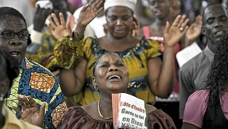 Presidentinvaalien jälkeiset väkivaltaisuudet Norsunluurannikolla kiihtyivät maanantaina.