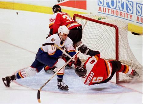 Murphy (vas.) teki NHL-urallaan 233 maalia.