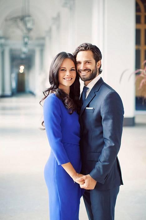 Carl Philip ja Sofia ilmoittivat kihlauksestaan kesäkuussa 2014.