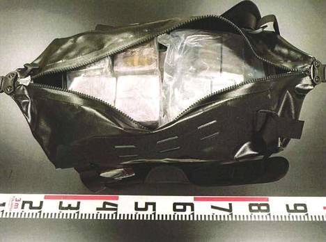 Tässä laukussa oli noin 20 kiloa hasista.